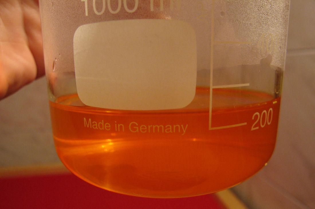 Photo Gélatine bichromatée filtrée, prête pour l'étendage sur la plaque de verre