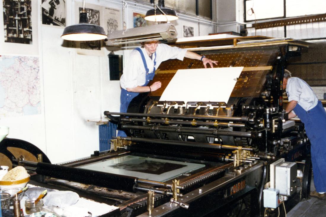 Photo Atelier de phototypie - Tirage des épreuves sur presse Voirin