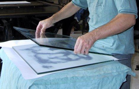 Dépolissage des dalles de verre